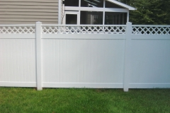 vinyl-fencing-with-topper5